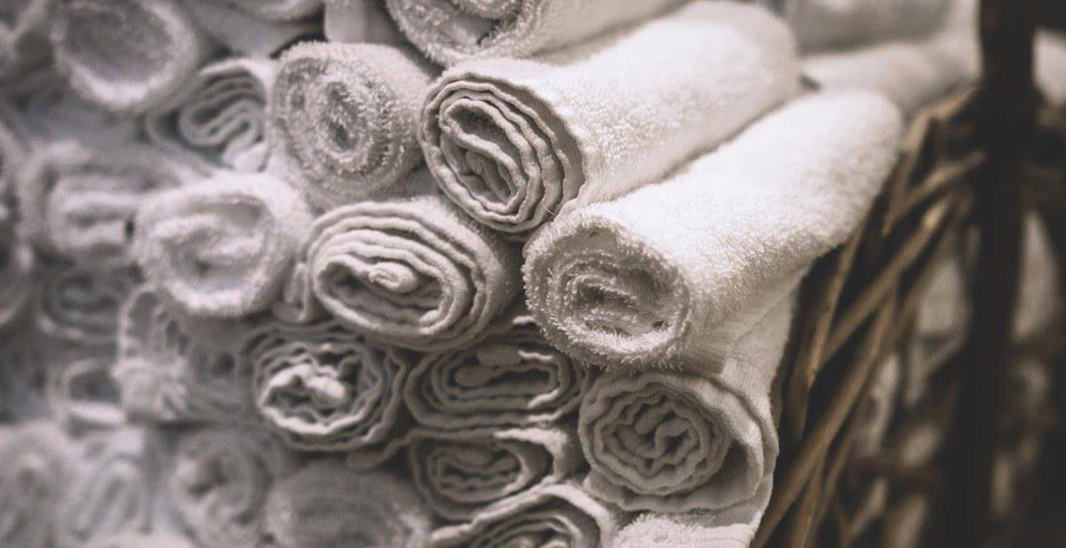 Jaki ręcznik kąpielowy kupić? Wybieramy najlepszy ręcznik na basen