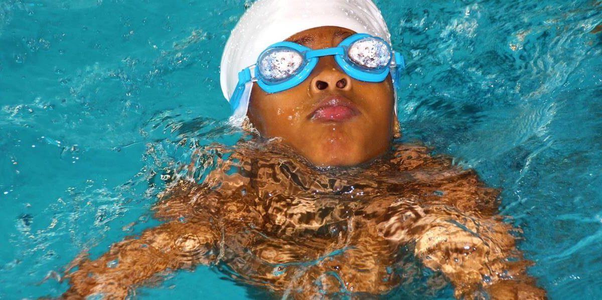 Spray Anti-Fog do okularów pływackich – jaki wybrać, kupić? Co zrobić żeby okulary do pływania nie parowały?