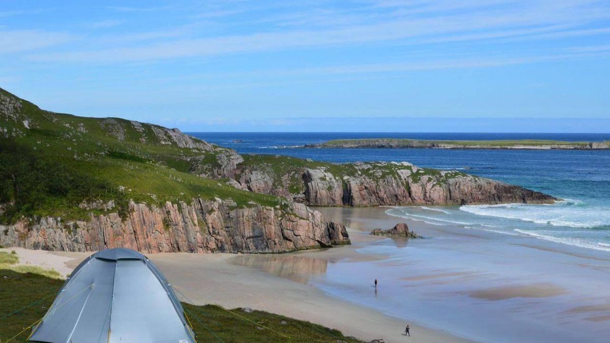 Jaki namiot plażowy kupić? Wybieramy najlepszy namiot na plażę