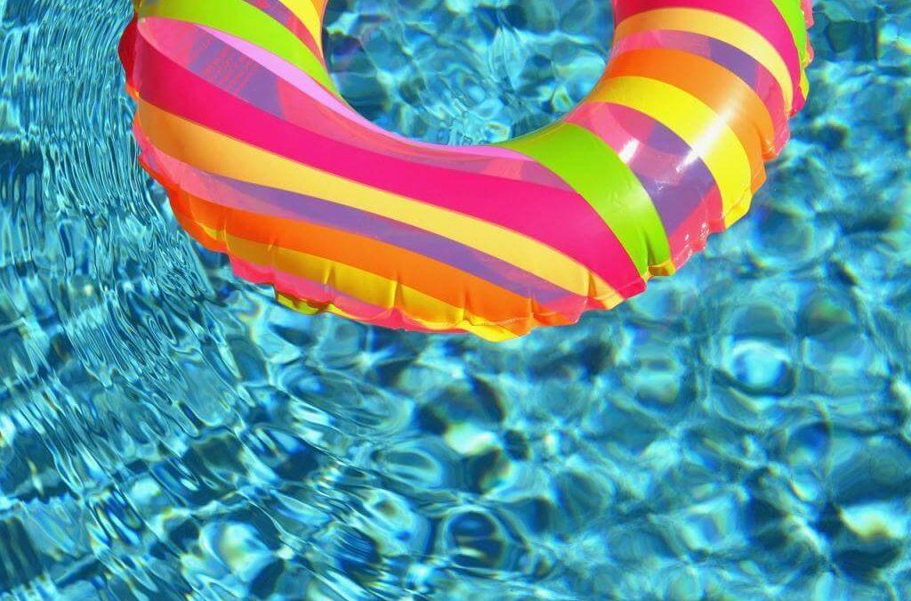 Jakie dmuchane kółko do pływania kupić? Wybieramy najlepszy koło do pływania dla dzieci i niemowląt